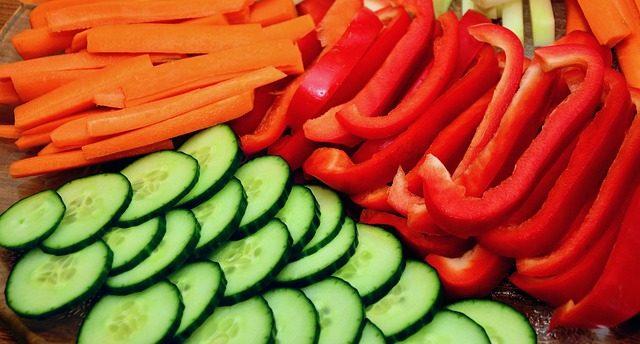 Tips om op een gezonde manier je vetpercentage te verlagen - gezonde rauwe groente