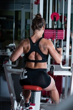 bepalen wel gewicht je gebruikt - full body workout op apparaten